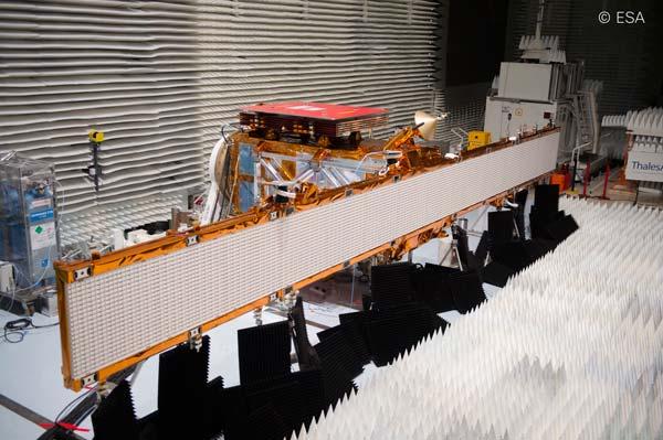 INV_3A_Sentinel1_deployed-SAR-antenna_Copyright-ESA